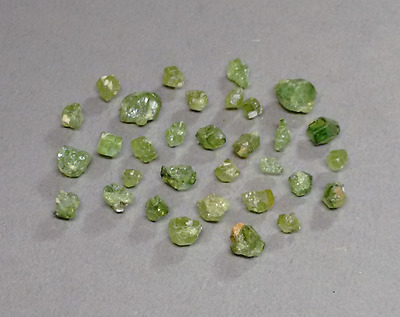 25 ct. lose Demantoid Kristalle aus Tubussis, Namibia