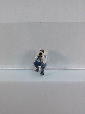 Arttista Railfan w/Camera - Stooping #1519 - O Scale On30 On3 Figures People New