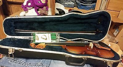 C.Becker Model 9000 4/4 Full Size Violin With Horse Hair Bow & And SKB Hard Case