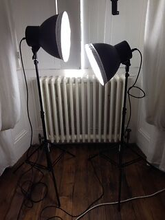 Daylight Fluorescent Triple Bulb Studio Lighting Set. Good Condition. Used Twice