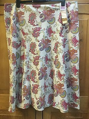 BNWT M&S Floral Design Skirt Classic Collection With Flattering Fit Size 22