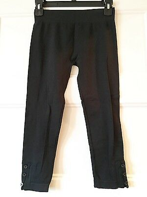 "Comfortable stretchy black cropped 18"" inseam elastic waist small leggings"