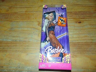 New in box NRFB Trick or Chic Halloween Barbie 2006 J0548 Witch Exclusive Mattel