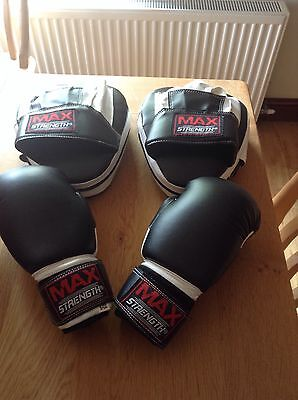 Ladies XS boxing gloves and pads