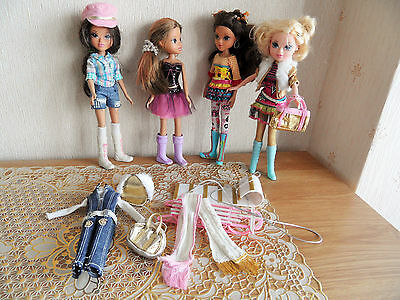 4 Moxie Girlz Dolls with Clothes and Accessories