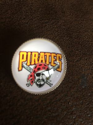 PITTSBURGH PIRATES Baseball MLB Glass Fronted Raised Unique Pin Badge Team Logo