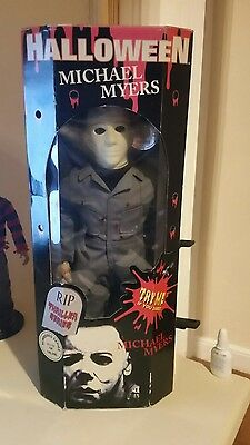 HALLOWEEN MICHAEL MYERS  -  RIP Horror Collectors Series - BATTLE DAMAGED