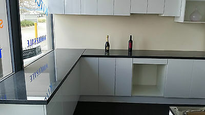 Quality Display Kitchen Cabinets with Stone Tops