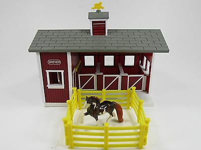Breyer Stablemates Red Stable Barn with fence and One Horse