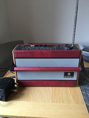 Vintage Roberts Radio R701 AM-FM 3BAND Red - working and in good condition