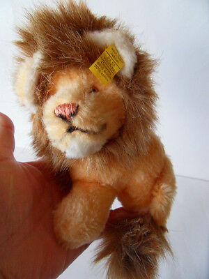 Steiff Lion small button flag made in Germany 1038