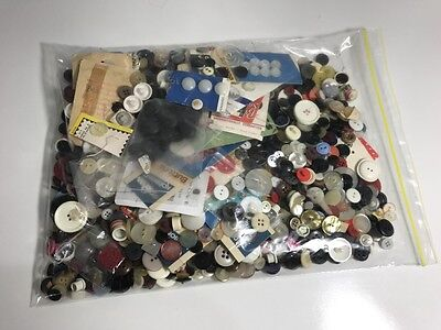Buttons mixed vintage+moder Asst Colours Sizes BULK LOT 740grams - SEWING/CRAFT