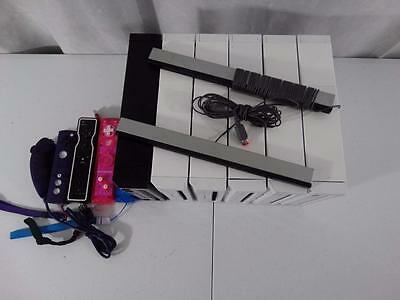 Lot of 6 Nintendo Wii Consoles & 4 Controllers - Sold As Is