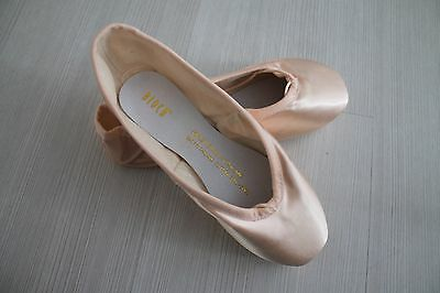 Pointe Shoes - Bloch Suprima - Size 3 1/2 C STRONG
