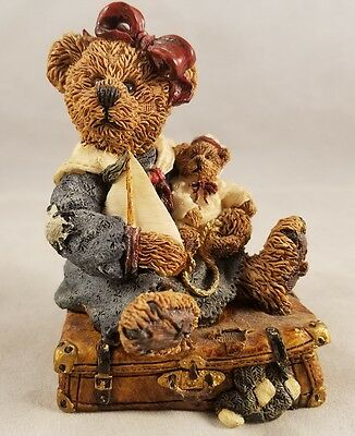 Boyds Bears and Friends Bailey Bear with Suitcase 2000