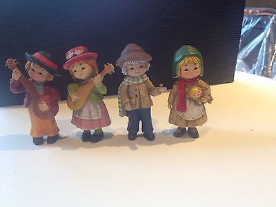 4 nice little figurines / ornements