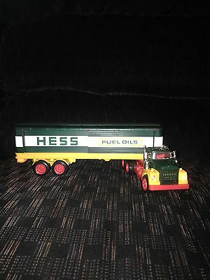 Vintage 1976 HESS Barrel Truck COMPLETE with box and Barrels functioning Nice