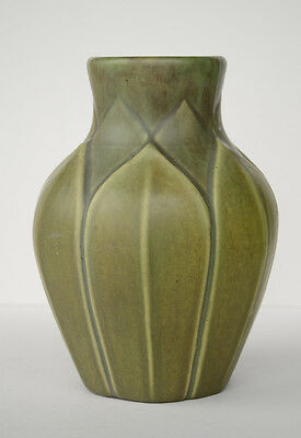 Roseville Velmoss Vase Leaf