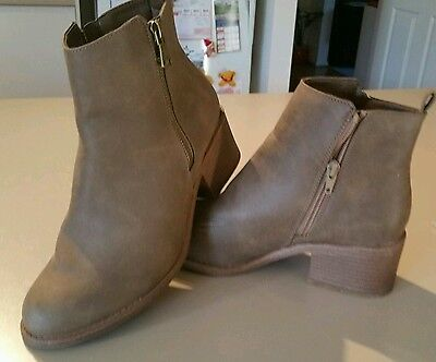 Ladies light brown boots size 8