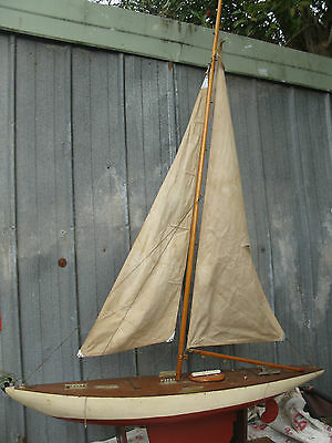 VINTAGE LARGE WOODEN POND YACHT HULL AND STAND FOR RESTORATION (no 2)