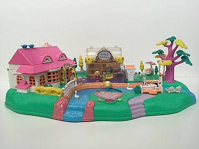 POLLY POCKET 1996 Magical Movin' Pollyville w/2 original doll
