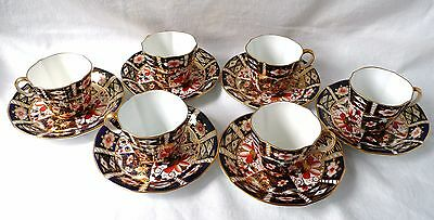 ROYAL CROWN DERBY  'IMARI 2451' Cups & Saucers x 6 (Scalloped Edge).