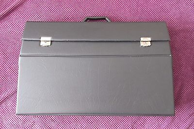 Commodore 64 - Aldi - G - Vic20 - Silver label - Purpose built carry case