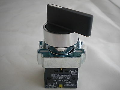 22MM  PANEL MOUNTING SELECTOR SWITCH 3 POSITION STAY PUT 2 N/O contacts WL3PCO