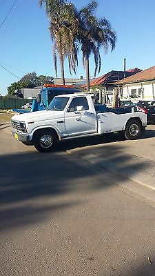 Tow Truck Ford F350 1982