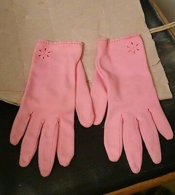 LADIES PINK COTTON GLOVES  (SIZE ? 6 1/2-7 ?) scalloped edges, peek-a-boo daisy