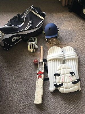 Junior Cricket Bag Bat Helmet And Pads