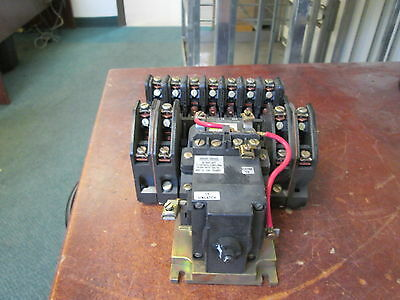 Square D Lighting Contactor 8903 LX01200 120V Coil 20A 250 VDC Used