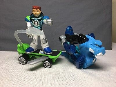 (AR) PLANET HEROES LOT OF 2 ACTION FIGURES #3 & #8 W/Accessories 2006-?