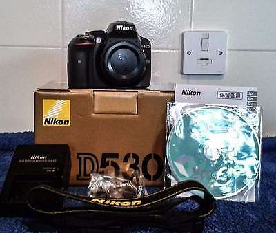Nikon D5300 24.2MP SLR-Digitalkamera Black (Body Gehäuse) in excellent condition