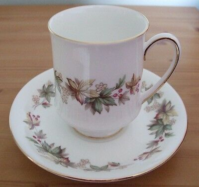 Royal Standard Lyndale Fine Bone China 3 Cups and Saucers in excellent condition