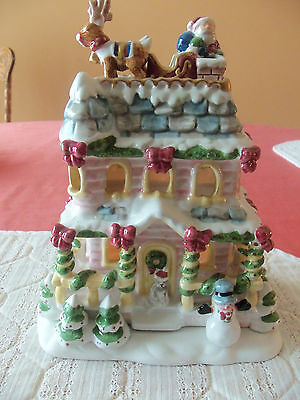2002 Luminous Treasures Avon Collectables A Visit From Santa Tea light House