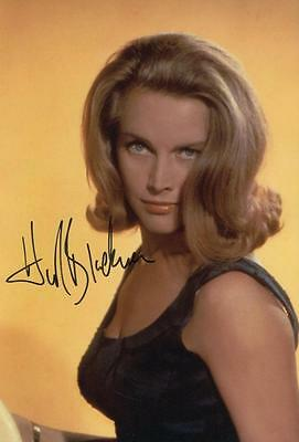 Honor Blackman Genuine Autographed 12x8inch photograph