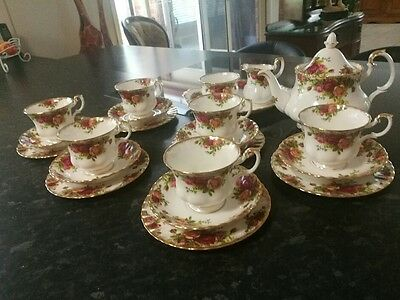 Royal Albert Fine China Old Country Roses 22 Pce Tea Set