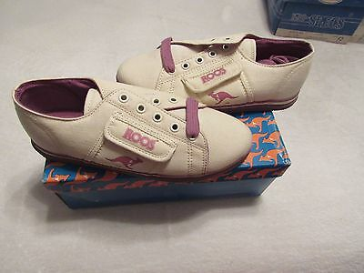 New Old Stock Kangaroos Kids Shoes Size 1.5 Worlds Fair