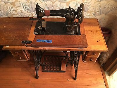 Antique 1910 Singer Sewing Machine w/ Treadle Cabinet