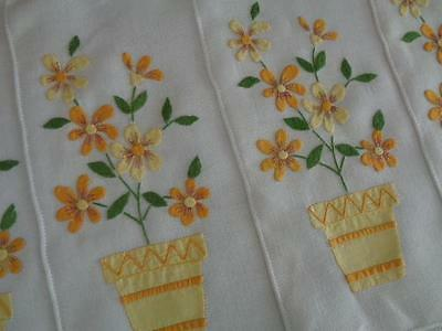 CHARMING set 8 VINTAGE APPLIQUED MADEIRA PLACEMATS - with lovely flowers & pots