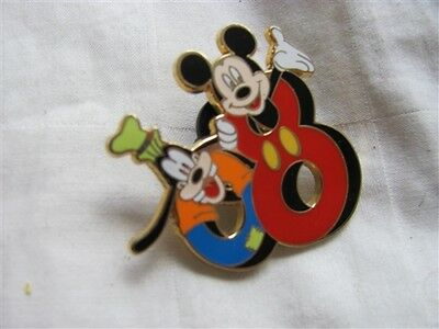 Disney Trading Pins 58966 Pin Trading Starter Set - Mickey and Friends ''2008''