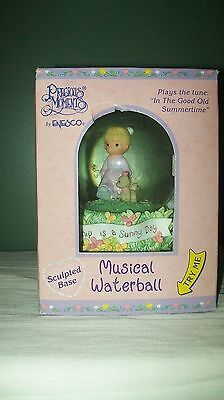 NIB Vintage PRECIOUS MOMENTS MUSICAL WATERBALL Water Globe 1999 by Enesco