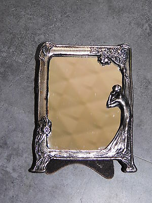 Petit Miroir En Metal Argente Femme Se Regardant  Deco Baroque Chic Kitch