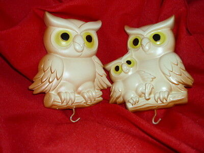 Lot of 2 wall hanging Owls vintage chalkware 1977 with hooks on the bottom