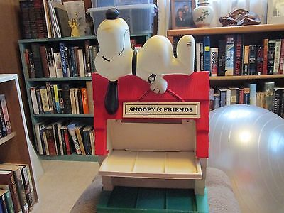 Vintage Snoopy Peanuts Character Watch Display