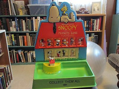Applause presents Snoopy Peanuts  Gang Fun Figures Display very nice Determined