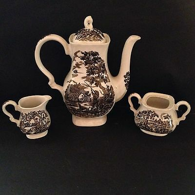 The Hunter By Myott Beautiful Serving 4 piece Set Made in England Brown White