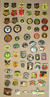 lot 61 Pin's armée / United States Army - Navy, Air Force... (tous différents)