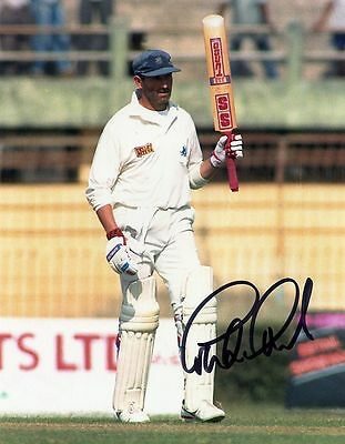 "GRAHAM GOOCH-ESSEX & ENGLAND TEST CRICKETER-SIGNED 10x8"" PHOTO #2-AFTAL/UACC"